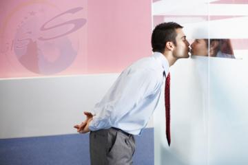 Thám tử Hải Phòng tư vấn: Vì sao ngoại tình công sở?